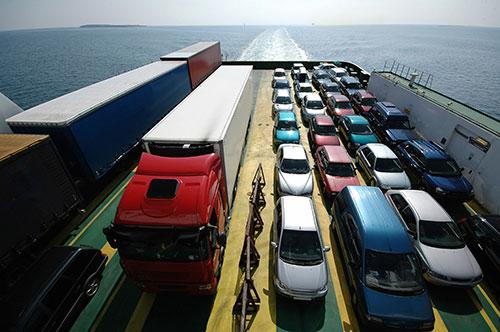 car-transport-on-boat-blog.jpg