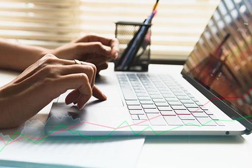 graph on laptop blog
