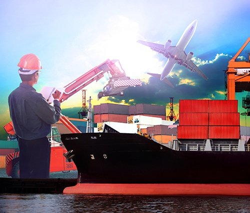 logistics worker-blog.jpg