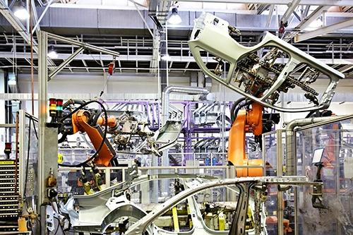 robots welding in car factory-blog.jpg